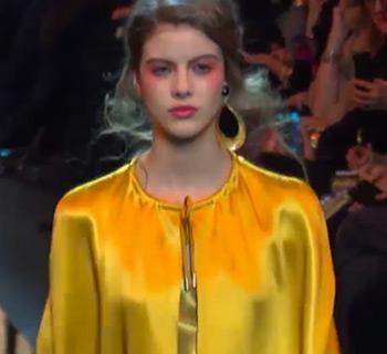 Giorgio Armani Frühjahr/Sommer 2017-  Feminin und elegant