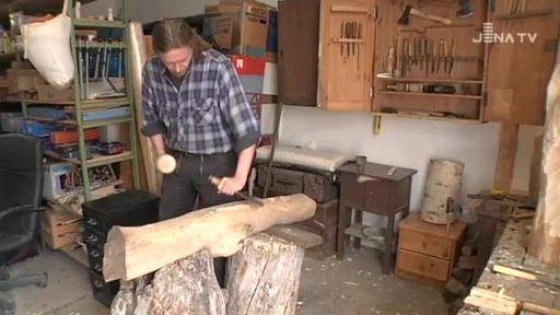 holz begeistert der k nstler kai uwe krauss ist einer der handwerker auf dem th ringer. Black Bedroom Furniture Sets. Home Design Ideas
