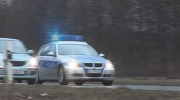 Zollbeamte kontrollieren geklautes Fahrzeug