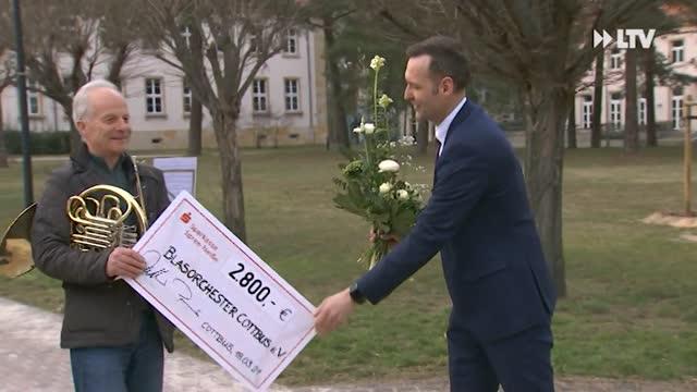 PSLotterieSparen Spenden in der Krise - Sparkasse Spree-Neiße verteilt Schecks vom PS-Lotterie-Sparen