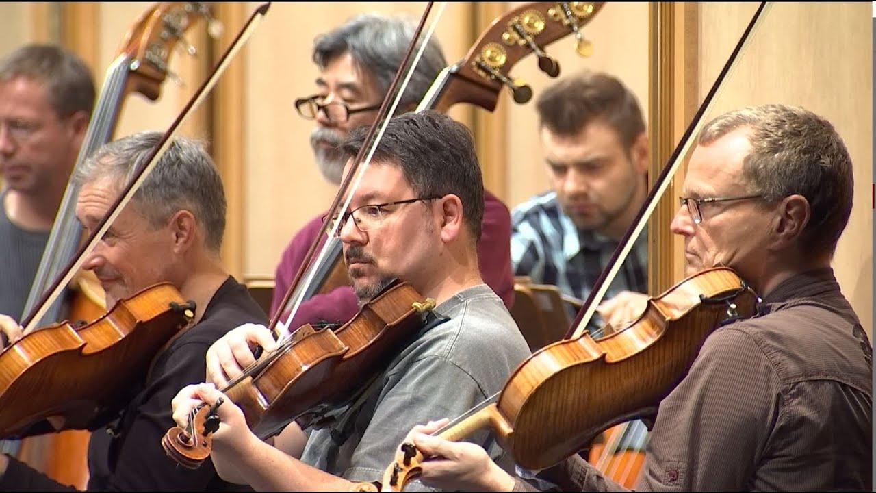 Große Sinfonien unter die Lupe genommen - Neue Konzertformate im Staatstheater
